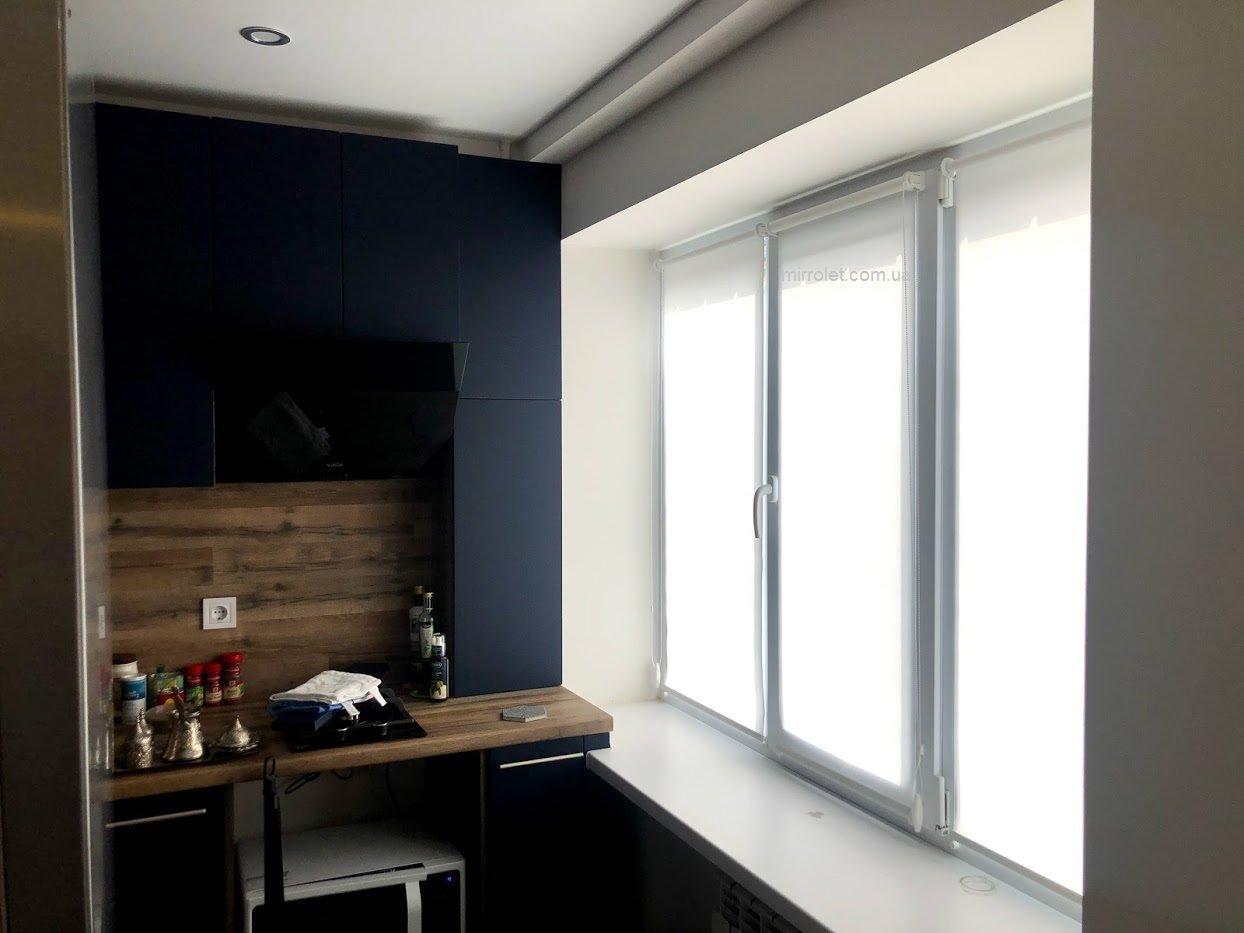 красивые солнцезащитные шторы на кухню